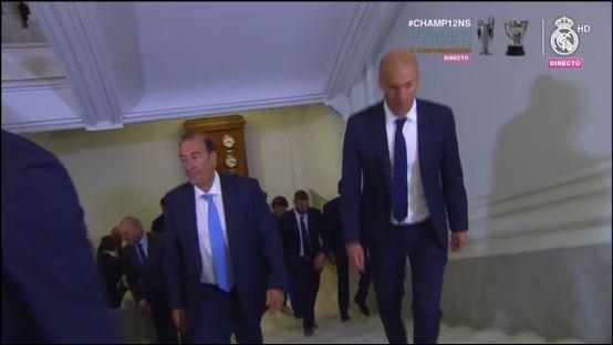 Zidane en su arribo al Ayuntamiento