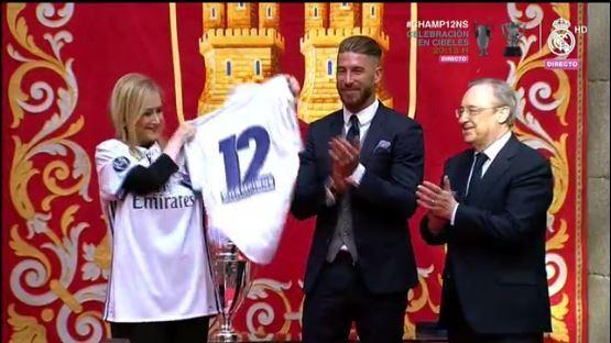 Festeja la presidenta de la comunidad de Madrid