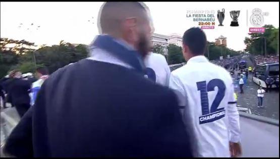 Empiezan a salir de Cibeles los jugadores del Real Madrid