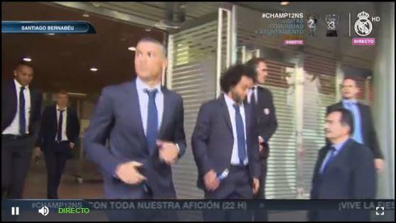 Cristiano y Marcelo a instantes de subir al bus del festejo