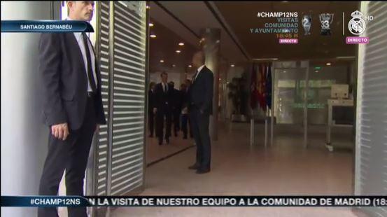 Los futbolistas del Madrid a punto de subir al bus