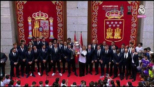 Levantan la copa Cifuentes y Ramos