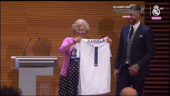 Camiseta del Real Madrid para la alcaldesa