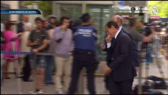 Delegación del Real Madrid en su llegada al Ayuntamiento
