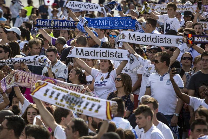 Los aficionados del Madrid han colapsado las calles FOTO: EFE