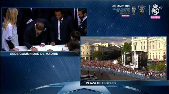 Dejan su autógrafo los directivos y jugadores del Real Madrid