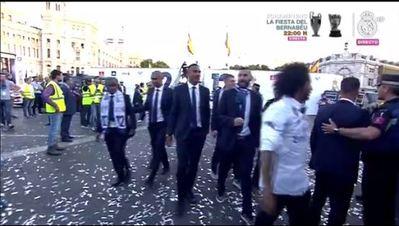 Salen de Cibeles los jugadores del Real Madrid