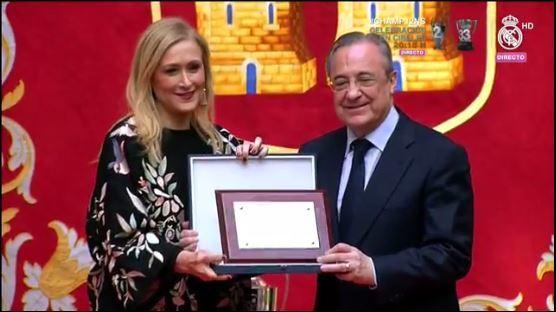 La presidenta de la comunidad de Madrid en el homenaje al Real Madrid