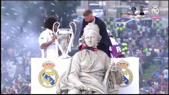 Ramos pone la bandera en Cibeles
