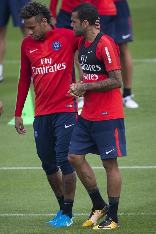 Neymar Jr., con su inseparable Dani Alves