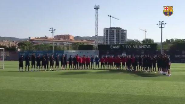 El Barça ha guardado un minuto de silencio esta mañana en la Ciutat Esportiva.