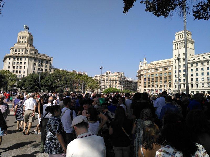 Minuto de silencio en Plaza Catalunya