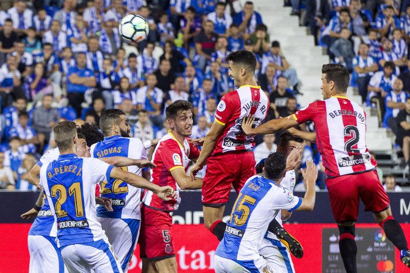 Juanpe ha tenido la ocasión más clara para el Girona, tras estrellar un remate de cabeza en el travesaño. FOTO: EFE