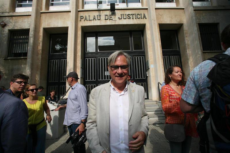 Eduard Rovira, alcalde de Torredembarra, sale de los Juzgados de Tarragona tras negarse a declarar - FOTOI: EFE