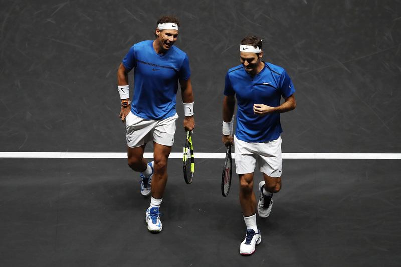 Sonrisas entre Rafa y Federer