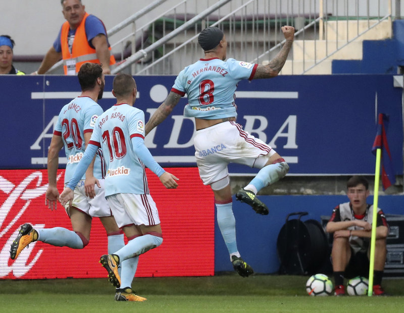 Momento en el que el Tucu Hernández celebraba su gol (EFE)