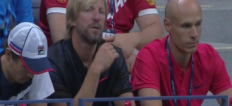 El ex tenista español Fernando Vicente, en el medio, entrenador de Rublev