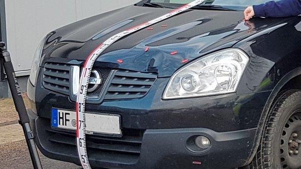 Überführte Unfallverursacherin: Die Untersuchung des Autos der 29 Jahre alten Fahrerin hat den entscheidenden Beweis gebracht. Foto: Polizei Herford