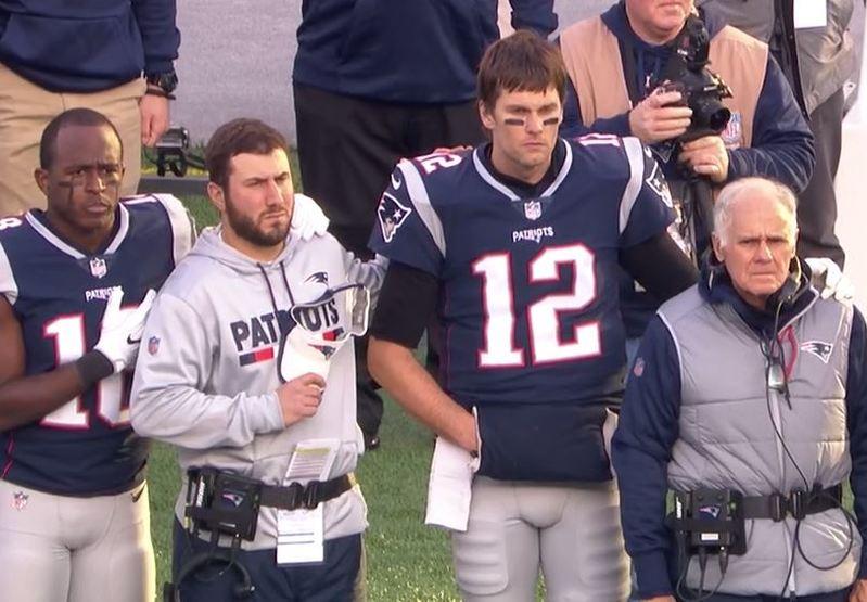 Brady esconde su mano