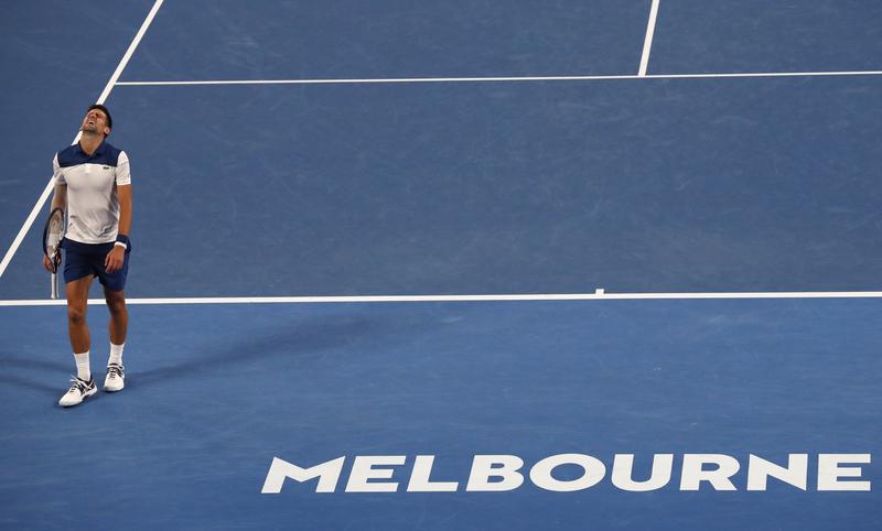 Djokovic, sufriendo de lo lindo en Melbourne (AP)