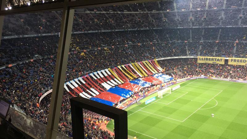 Tifo y decoración especial en la zona de animación del Camp Nou.