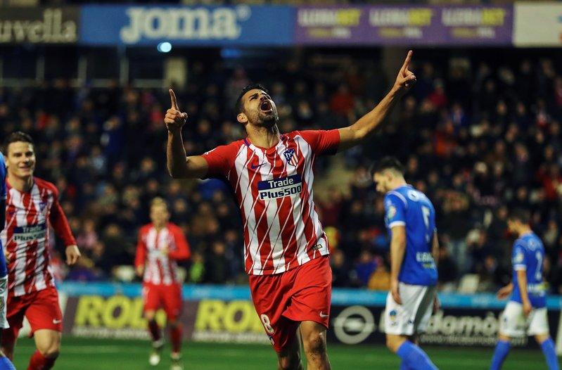 Diego Costa, celebrando su gol. Fue salir y besar el santo en su debut colchonero FOTO: EFE