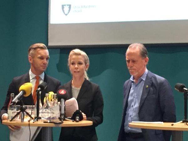 Anna König Jerlmyr (M) går igenom den gemensamma målsättningen för den nya majoriteten. Ekonomi, företagande och stadsbyggnad.