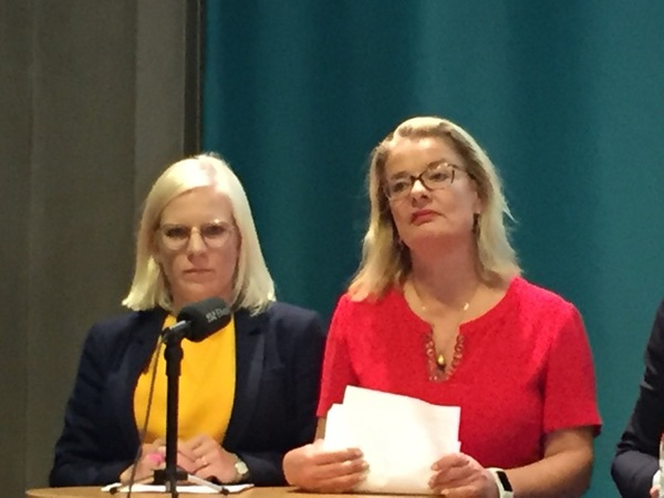 Lotta Edholm (L) säger att det är viktigt att hålla ytterlighetspartierna borta.