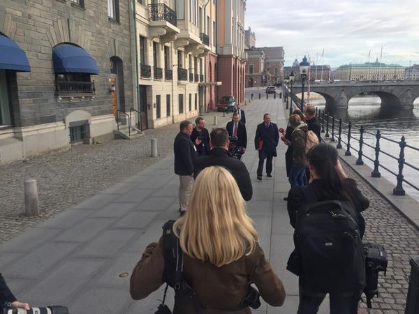 Statsminister Stefan Löfven på väg till Riksdagen