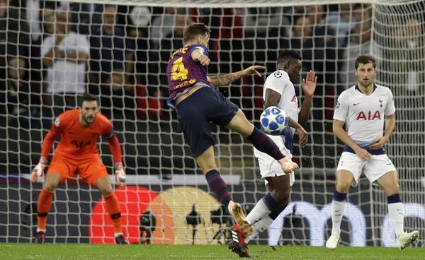 Con este derechazo desde fuera del área ha marcado Rakitic el segundo gol para el Barça. Lloris nada ha podido hacer para detener el obús del jugador croata.