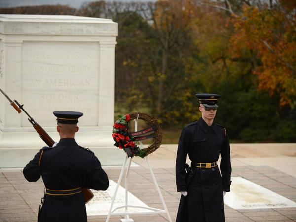In the US the tomb of a nameless soldier attracts millions of visitors each  year  05de219ae