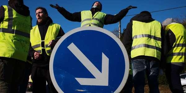 17 Novembre 282 000 Gilets Jaunes Mobilises Un Mort Et