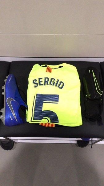 La camiseta y el brazalete de Busquets en su partido 500 FOTO: FCB