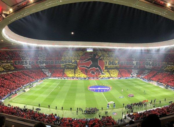 70.000 espectadores formando un ambiente espectacular FOTO: @gerardromero