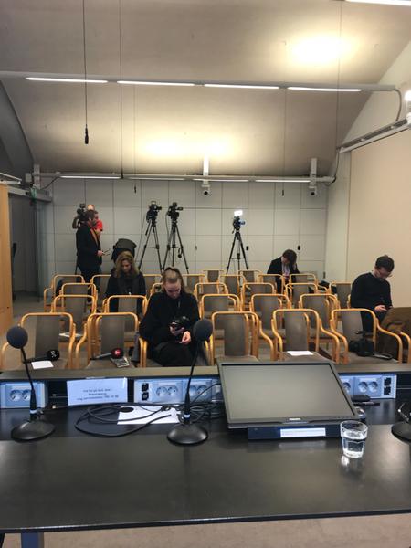 SVT finns på plats tillsammans med journalister från Sveriges övriga stora medier. Talmannen väntas komma  9.30 och ge sitt besked.
