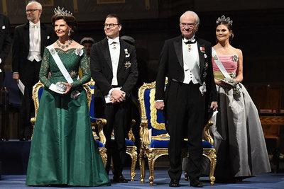 ea158214b898 Drottning Silvia, prins Daniel, kung Carl Gustaf och kronprinsessan  Victoria vid prisutdelningen av Nobelprisen i Konserthuset i Stockholm.