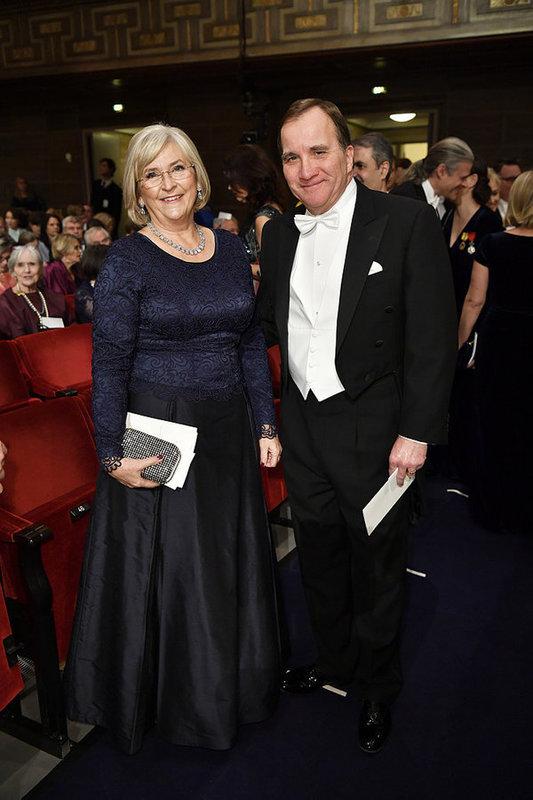 df4f202d9fd2 Statsminister Stefan Löfven (S) med hustru Ulla är på plats. Foto: Henrik  Montgomery / TT