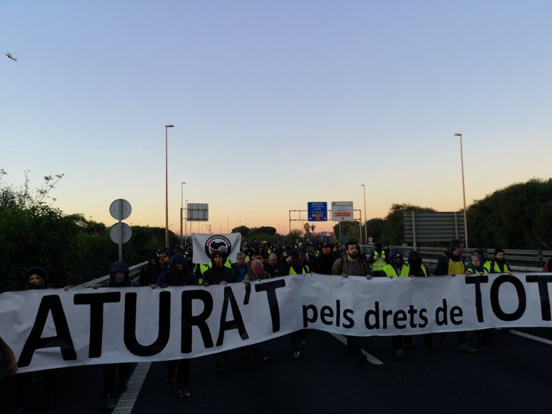 Manifestantes en Ronda Litoral. (Foto: CDRCaOficial)