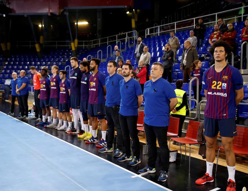 Momento del minuto de silencio en memoria de Josep Lluís Núñez (Pep Morata)
