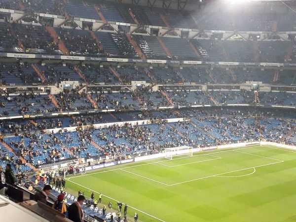 28c5eff33 Las gradas del Bernabéu van cogiendo color y ambiente de gran final