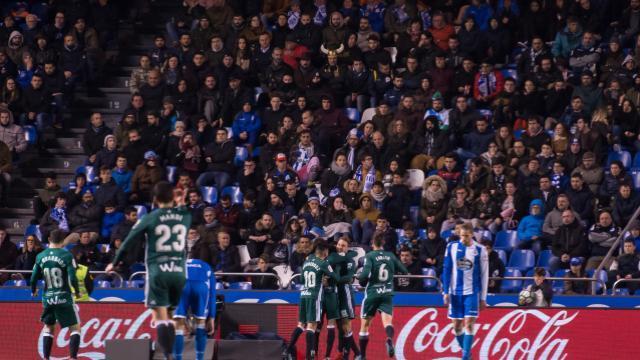 Los verdiblancos celebran el gol de Loren   LFP
