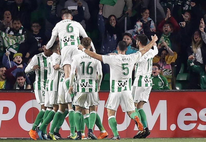 Alegría en el Real Betis tras su remontada al Real Madrid FOTO: EFE