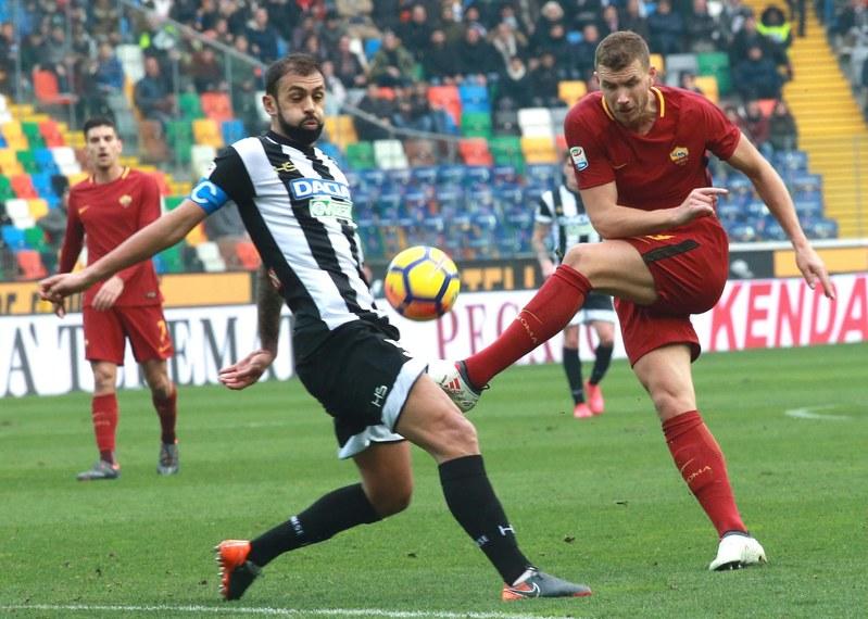 Edin Dzeko, 'on fire' este año. El delantero bosnio ya lleva 14 tantos (EFE)