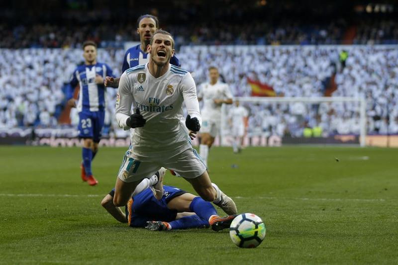 Imagen del penalti cometido sobre Bale