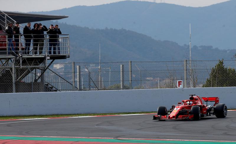 Vettel también prueba su Ferrari en los test de F1 de Montmeló