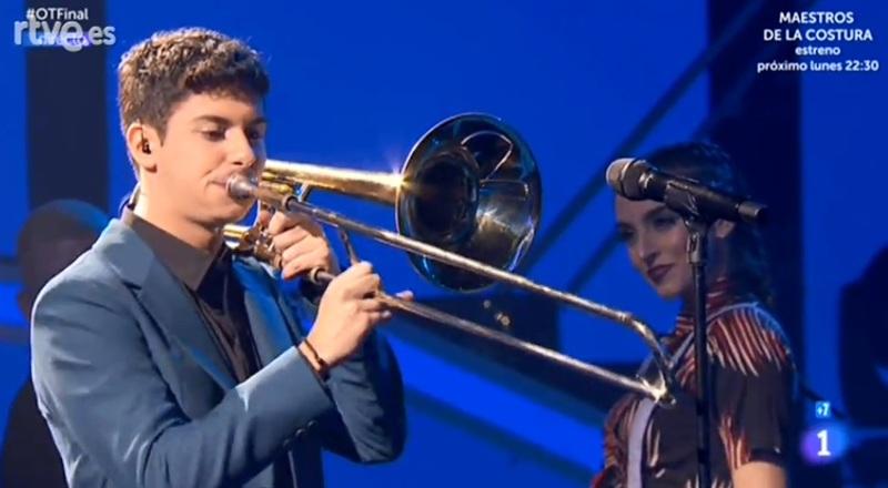 Alfred, con el trombón.