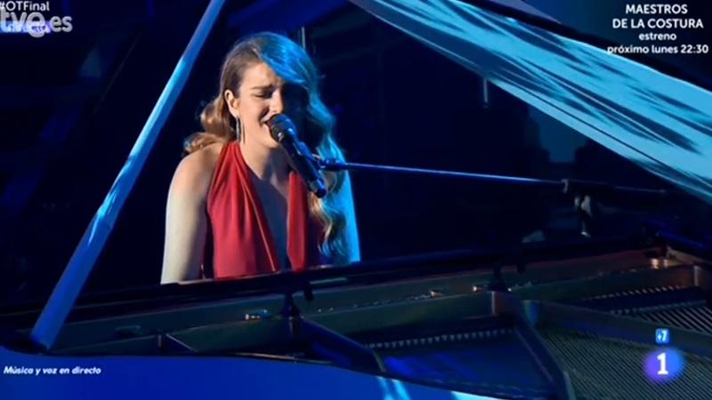 Amaia, dándolo todo al piano.