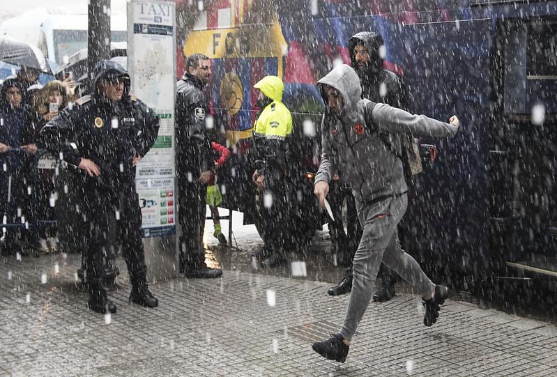 Así llovía esta mañana cuando llegó el Barça a Málaga FOTO: PERE PUNTÍ