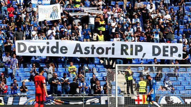 Gesto de la afición 'perica' hacia Davide Astori || LFP