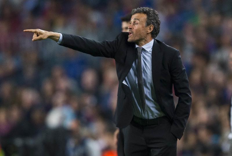 Luis Enrique, dando indicaciones durante un partido con el Barça